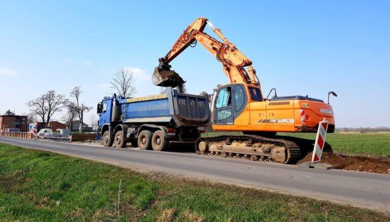 Wypożyczalnia maszyn budowlanych - wynajem maszyn budowlanych - Roboty Ziemne Urbanek Łódź, łódzkie